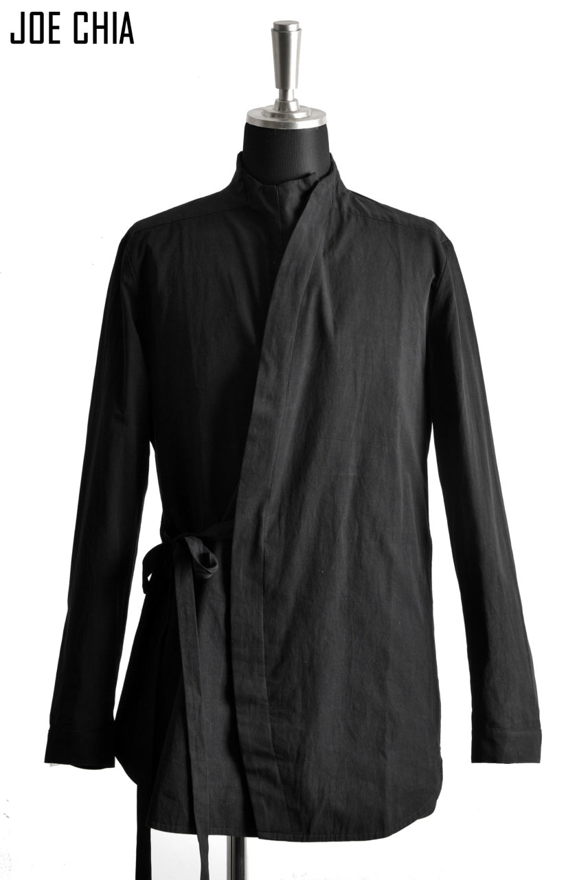 JOE CHIA exclusive CURVE BUTTON STAND SHIRT-JACKET (BLACK)