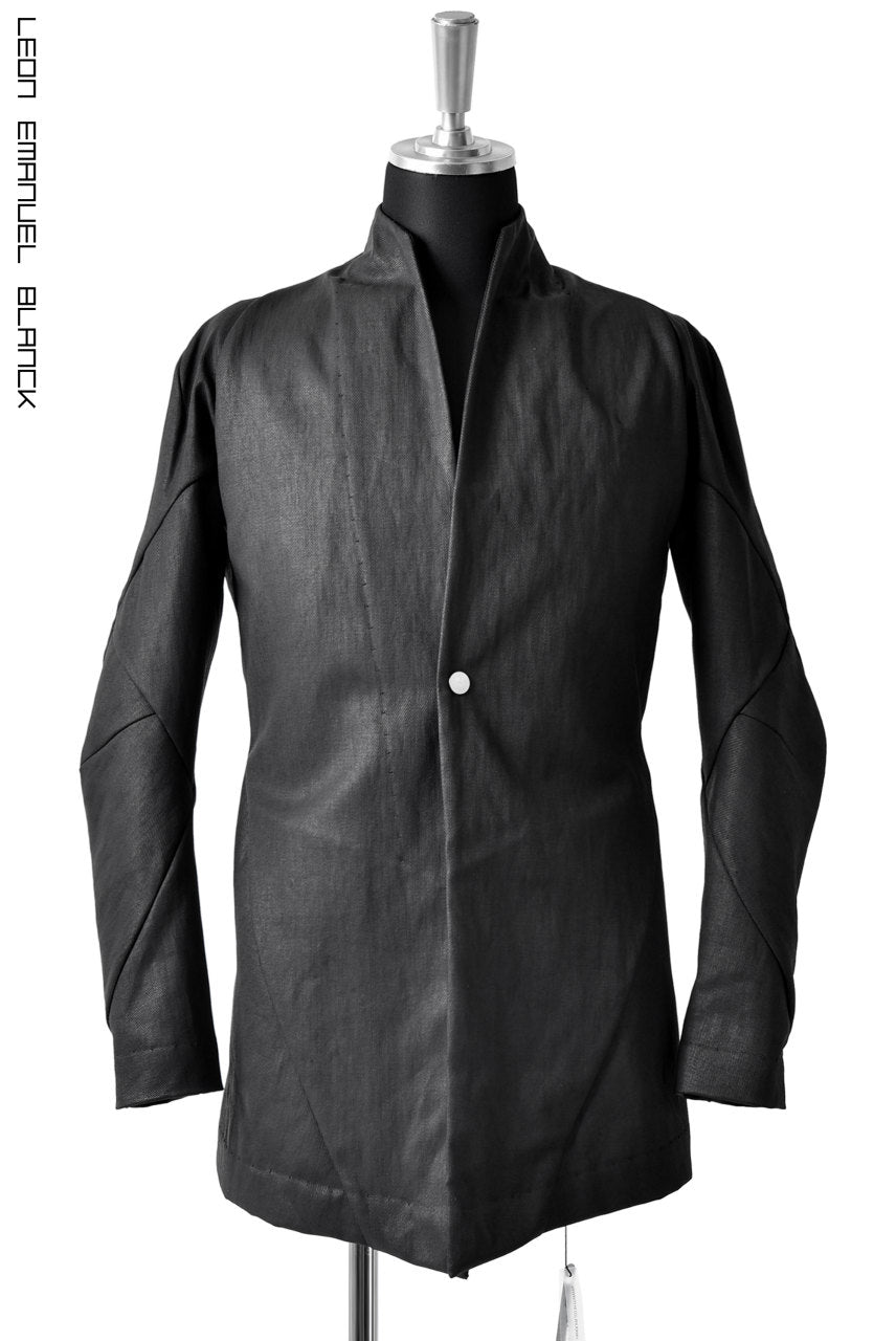 LEON EMANUEL BLANCK FORCED SHORT BLAZER JACKET with LAPEL / PLAIN STITCH / RESINATED CL-TWILL (BLACK)