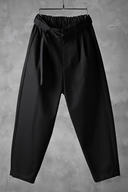KAZUYUKI KUMAGAI Wide Tapered Trousers with Belt / Compact Strong Twill (BLACK)