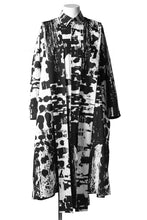Load image into Gallery viewer, B Yohji Yamamoto LONG SHIRT COAT / PRIEST STRAP BAND (BLACK×WHITE TEXTILE)