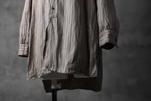 Load image into Gallery viewer, KLASICA STRIPED HERRINGBONE LINEN SHIRT / GARMENT WASHED (BEIGE)