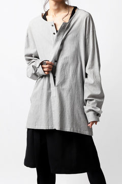Load image into Gallery viewer, The Viridi-anne NO COLLAR RELAXED SHIRT / SALT SHRINKAGE STRIPE