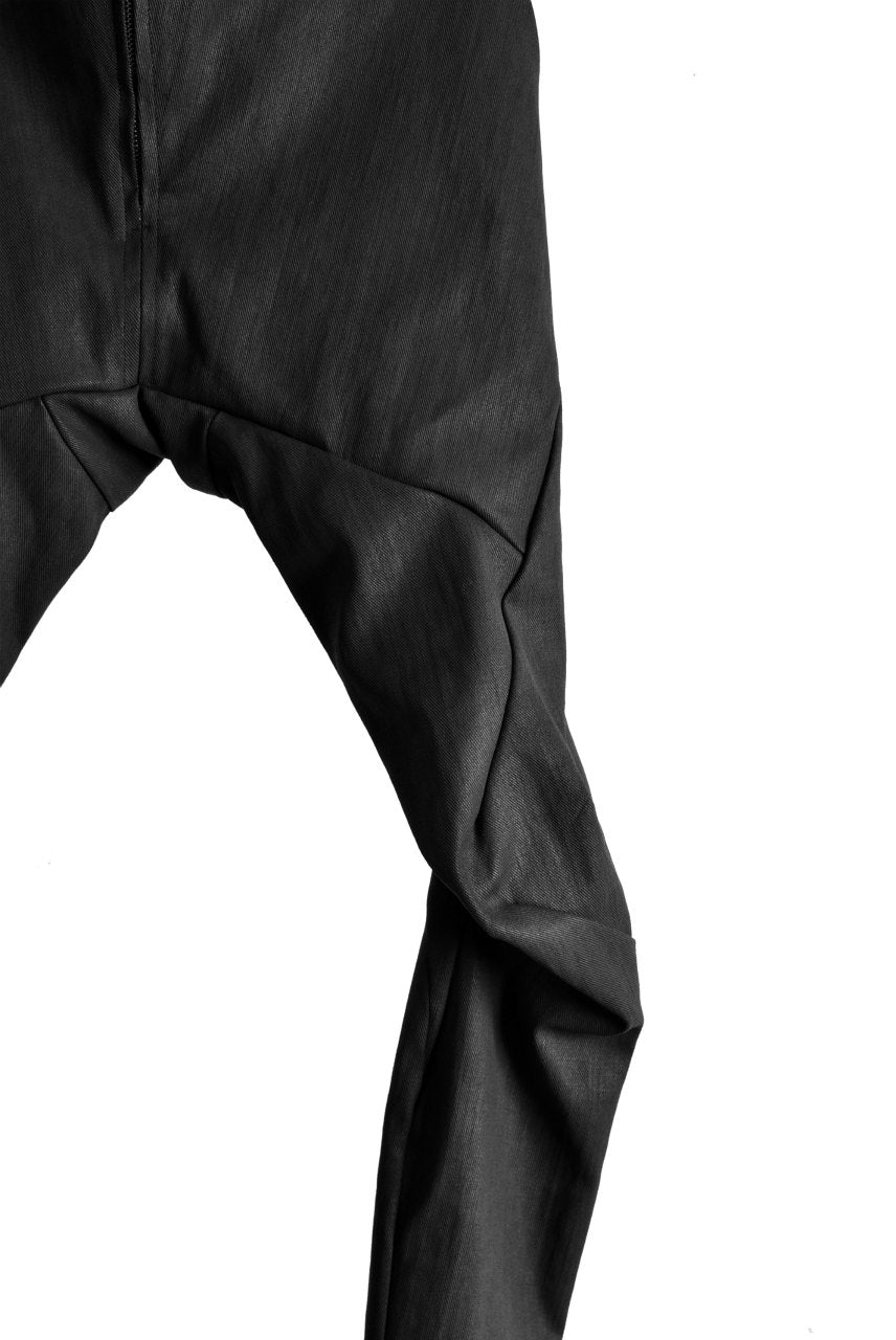 画像をギャラリービューアに読み込む, LEON EMANUEL BLANCK FORCED FITTED LONG PANT / RESINATED CL-TWILL (BLACK)