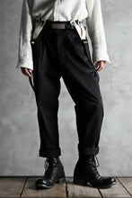 画像をギャラリービューアに読み込む, KLASICA MORROW HIGH RISE 3 TUCKED TAPERED TROUSERS / CHINO CLOTH (BLACK)