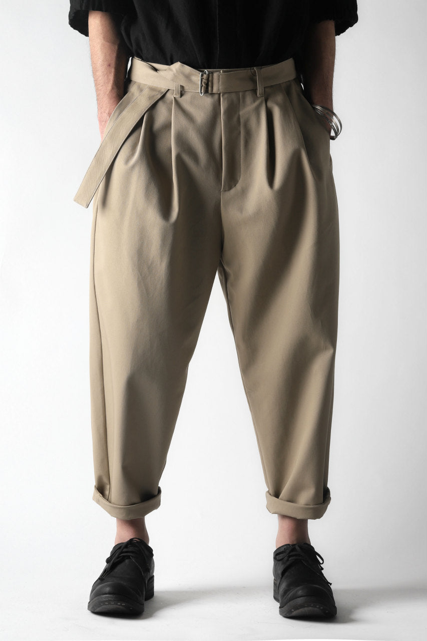 KAZUYUKI KUMAGAI Wide Tapered Trousers with Belt / Compact Strong Twill (BEIGE)