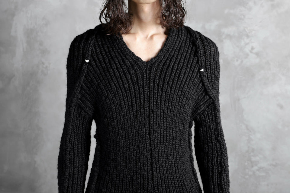 Load image into Gallery viewer, CEDRIC JACQUEMYN  RIB KNIT KIMONO V-NECK JUMPER / VIRGIN WOOL (BLACK)