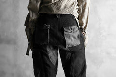"Load image into Gallery viewer, daska ""d-25"" cargo pocket pants / combi linen (BLACK + GREY)"