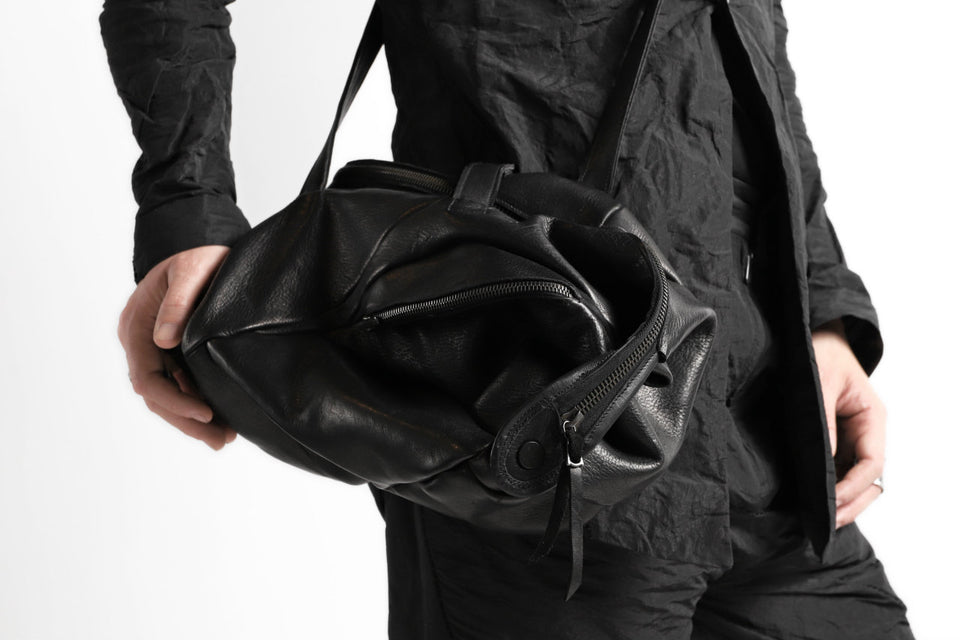 Load image into Gallery viewer, LEON EMANUEL BLANCK exclusive DISTORTION SMALL WEEKENDER BAG / GUIDI HORSE LEATHER (BLACK)