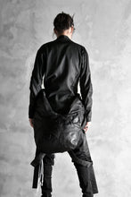 Load image into Gallery viewer, LEON EMANUEL BLANCK DISTORTION STUMP BACKPACK / GUIDI COW LEATHER (BLACK)
