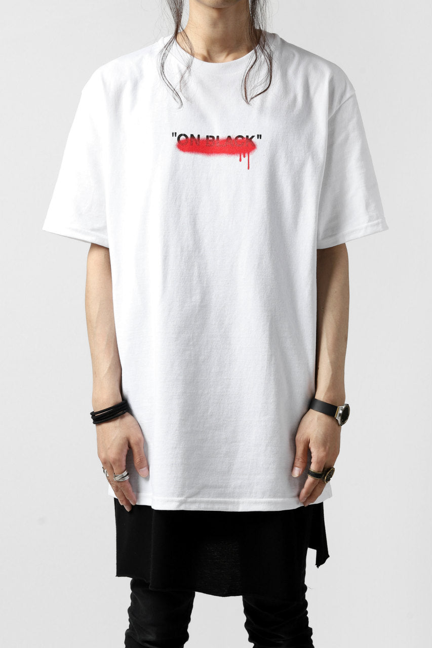 "A.F ARTEFACT x buggy ""ON BLACK"" T-SHIRT (WHITE x RED)"