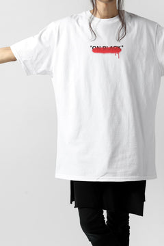 "Load image into Gallery viewer, A.F ARTEFACT x buggy ""ON BLACK"" T-SHIRT (WHITE x RED)"