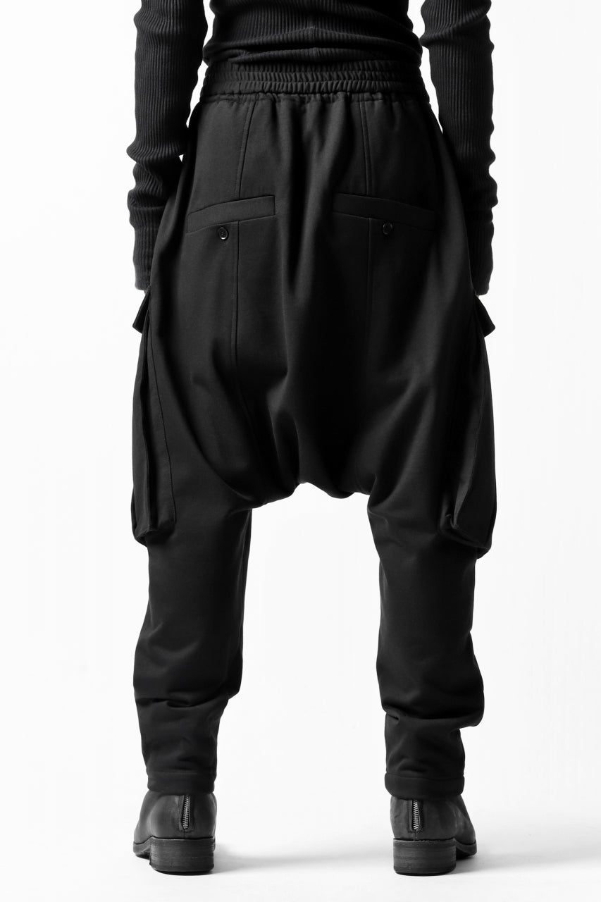 Load image into Gallery viewer, JOE CHIA CARGO POCKETED SWEAT PANTS (BLACK)