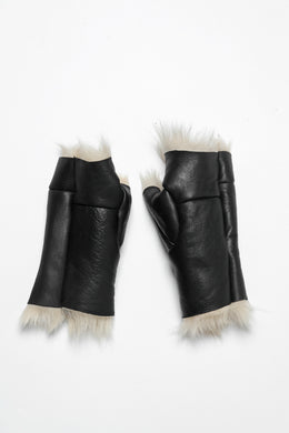 ierib GLOVES / TOSCANA BABY SHEEP MOUTON FUR (BLACK x CREAM)