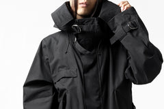 Load image into Gallery viewer, KLASICA WATER FALL MODS COAT / Ventile® UK L24 (BLACK)