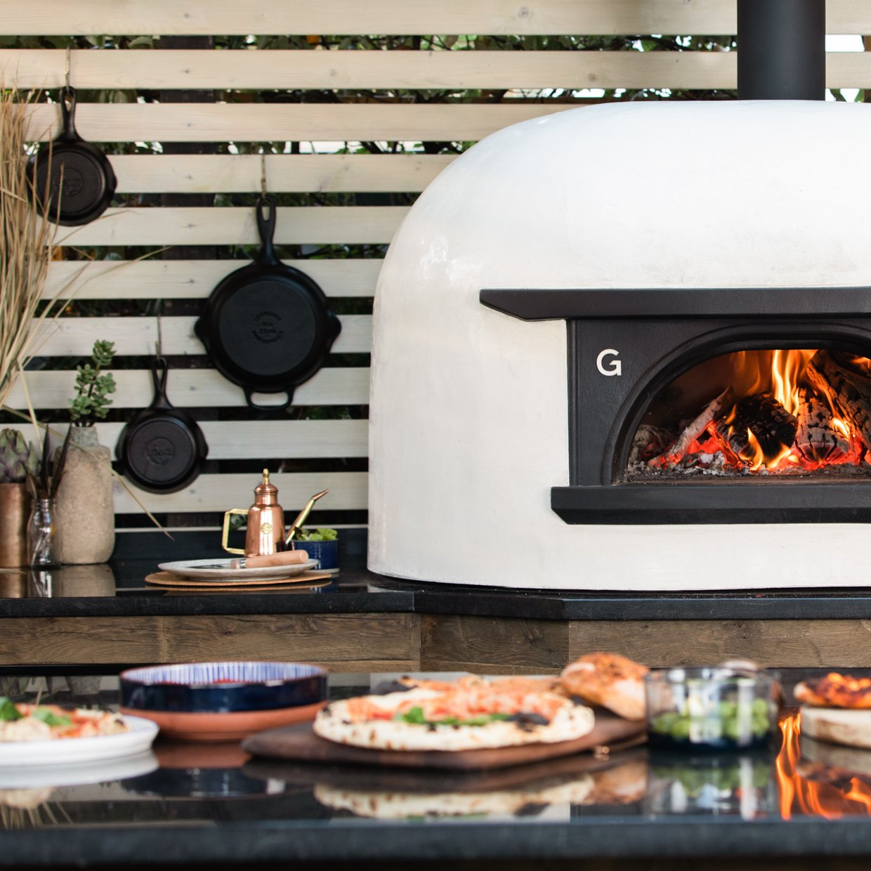 Wood fired outdoor pizza oven