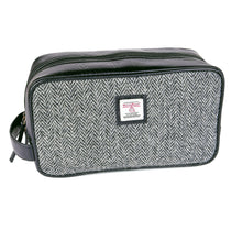Load image into Gallery viewer, ZB079 Grant Harris Tweed/Leather  Washbag