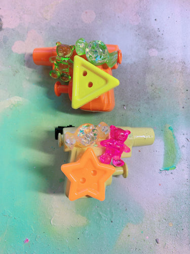 Bright Fun Squirt Gun  (Mini Hair Clips)