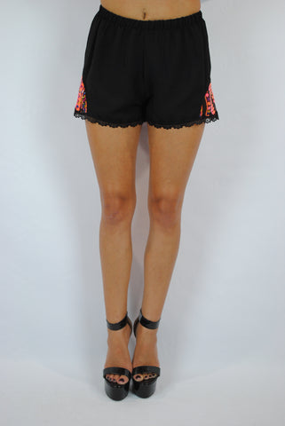 (anh) Lace and tribal black shorts