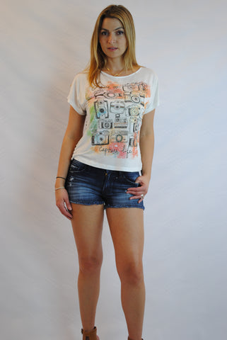 (amr) Love to capture life graphic vintage tee