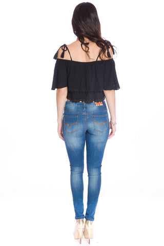(aku) Floral embroidered off the shoulder crop top -Black-