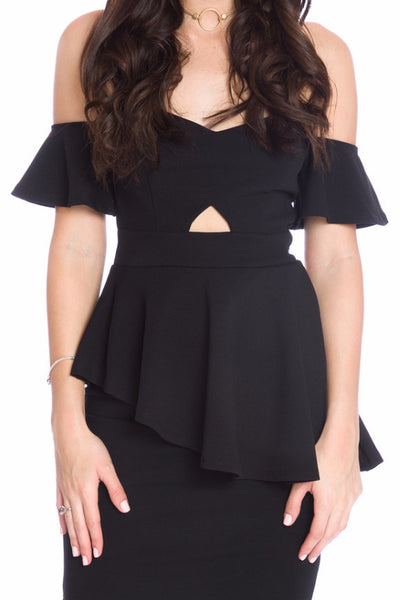 (aku) Asymmetrical hem cold shoulder peplum style top