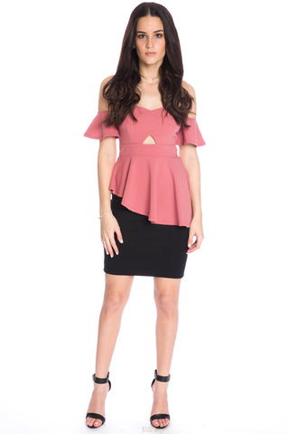 (aku) Asymmetrical hem cold shoulder peplum style top -Pink-
