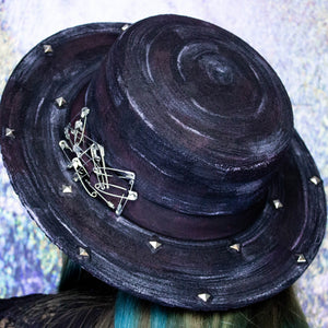 Halopin circle brim hat