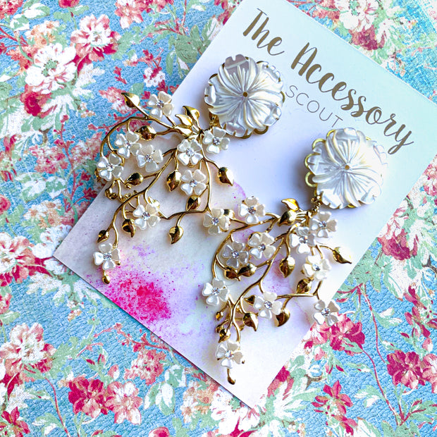 Isla Earrings - Mother of Pearl Flower Top