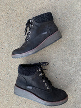 Load image into Gallery viewer, BLOWFISH BLACK COMET WEDGE BOOT