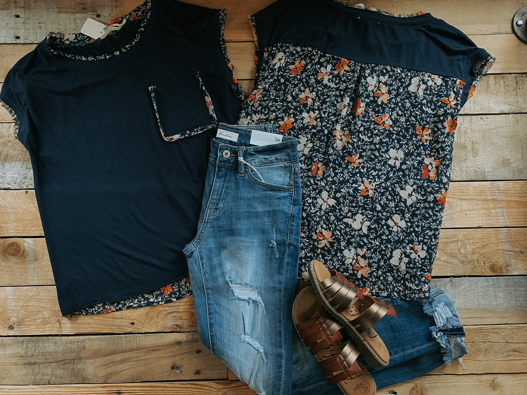 NAVY FLORAL CONTRAST POCKET TEE