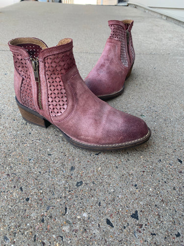 RED BOVINA LEATHER BOOT | SIZE 11