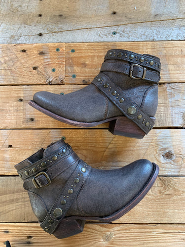 DARK BROWN LEATHER STUDDED BOOTS | 7