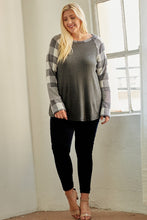 Load image into Gallery viewer, SOFT PLAID RAGLAN | PLUS