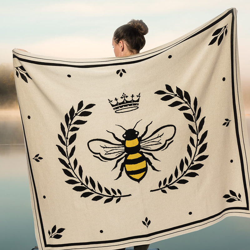 Bee in Crest Knit Throw