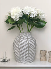 Load image into Gallery viewer, White Hydrangea Stem