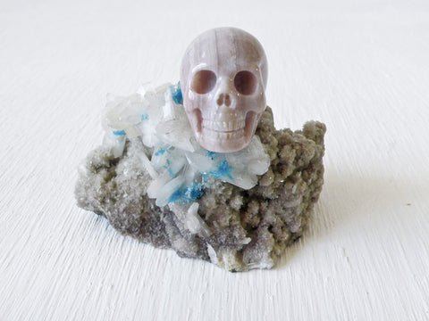 India Crystal Pentagonite on Stilbite with Agate Skull