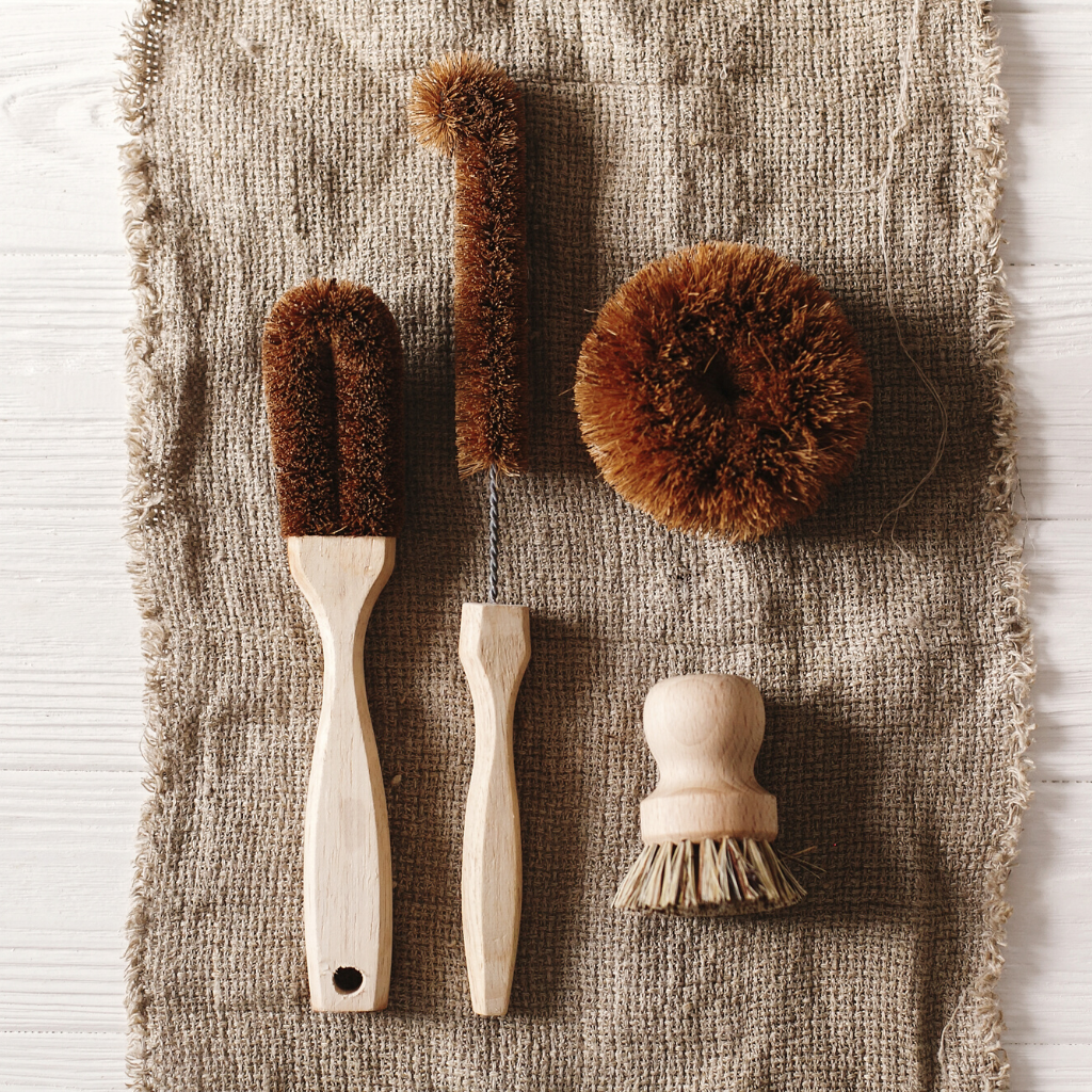 Zero-waste kitchen cleaning products, plastic-free cleaning brushes made with coconut