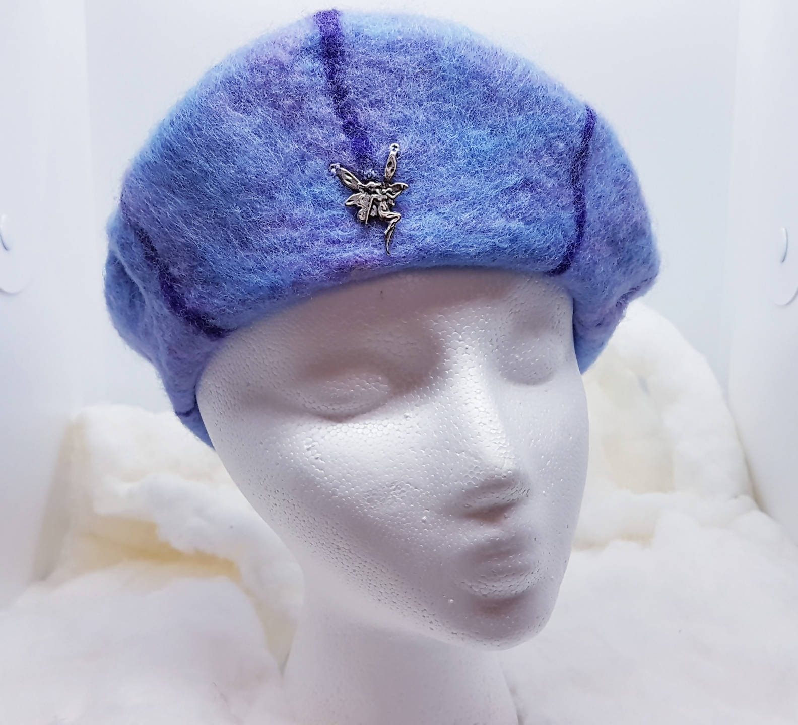 A youth beret with fairy pin