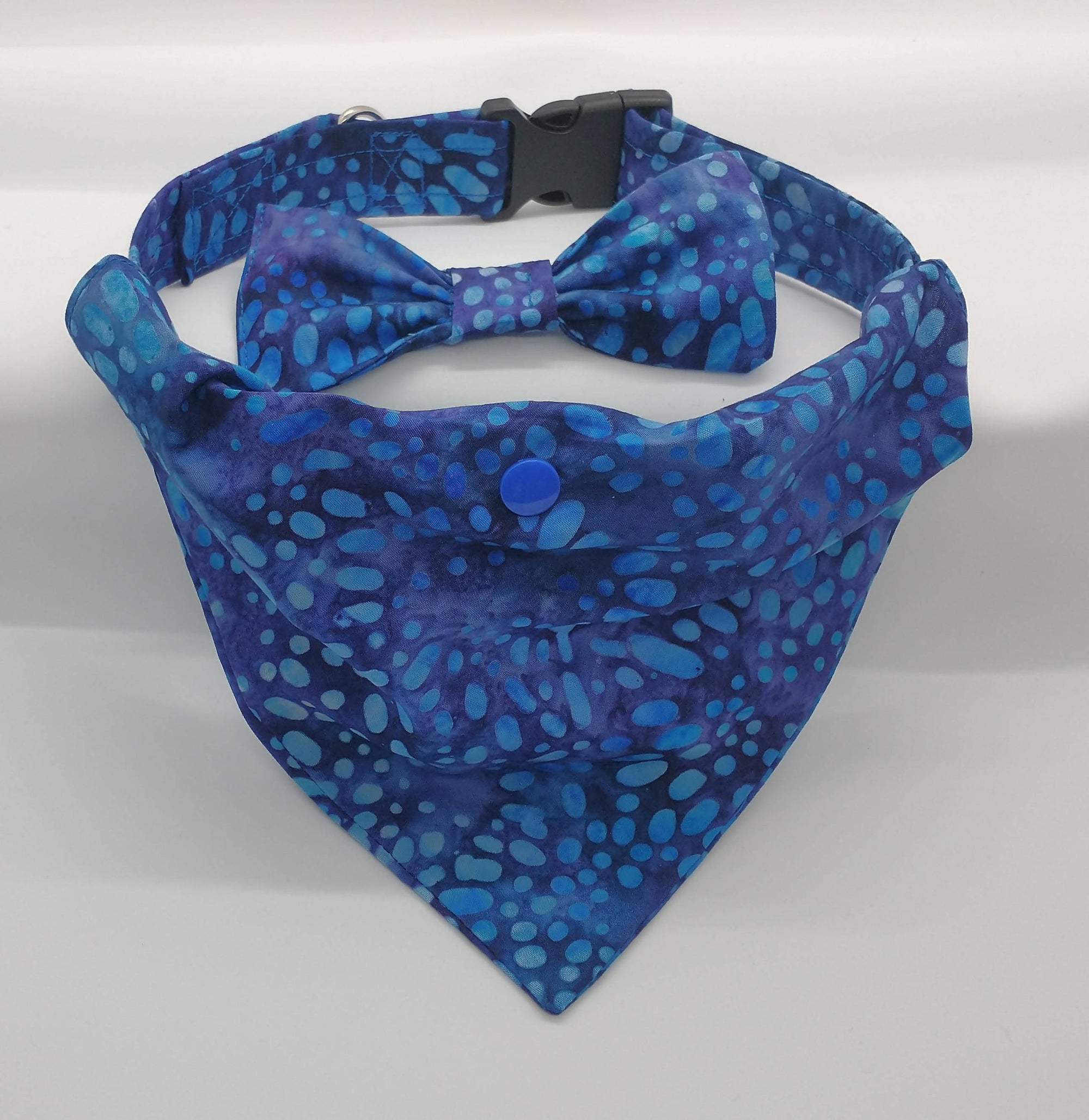 Outdoor-Ables Dog Collar, Snap Bow-tie, & Bandana