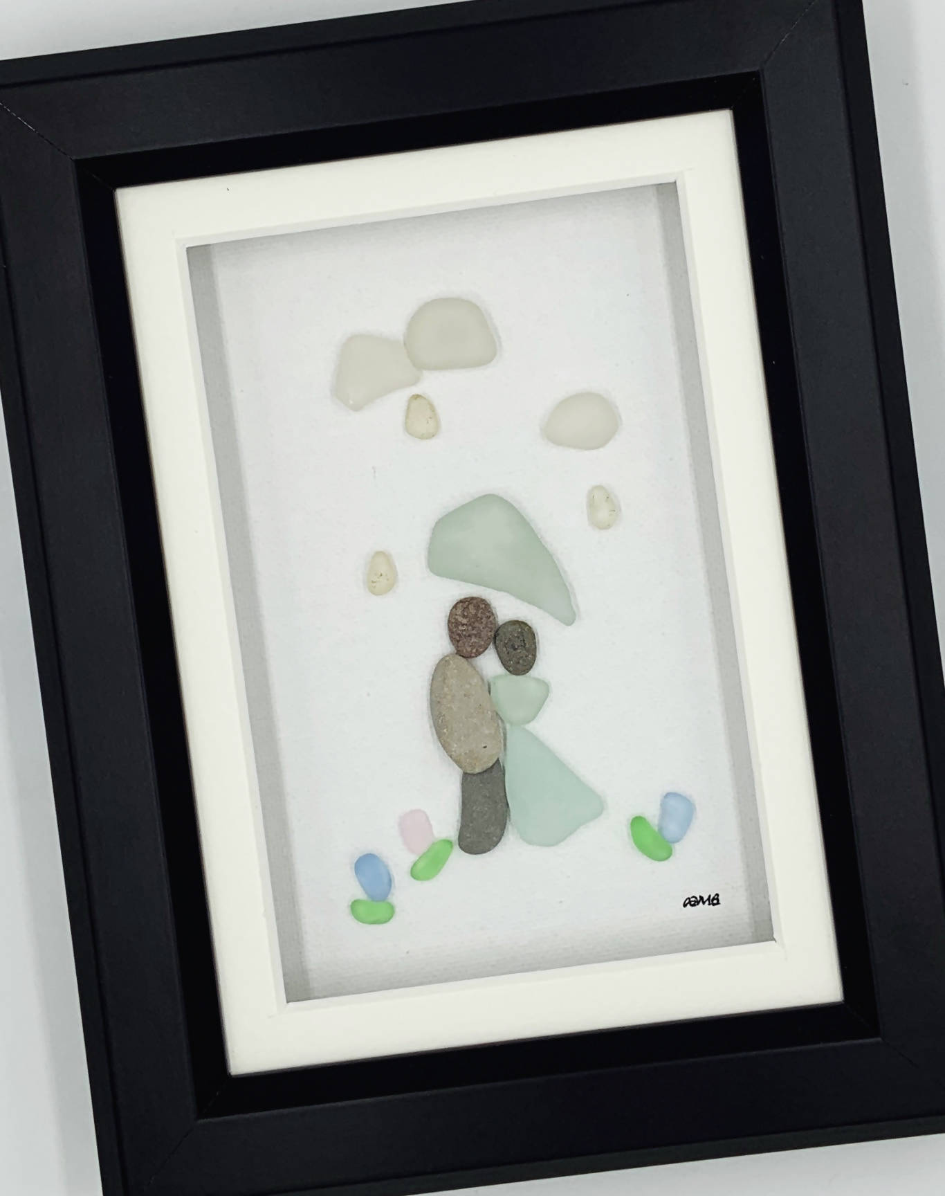 Pebble Art, 5 by 7, A couple under an umbrella