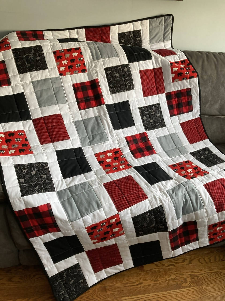 Couch quilt, white, red, black and grey