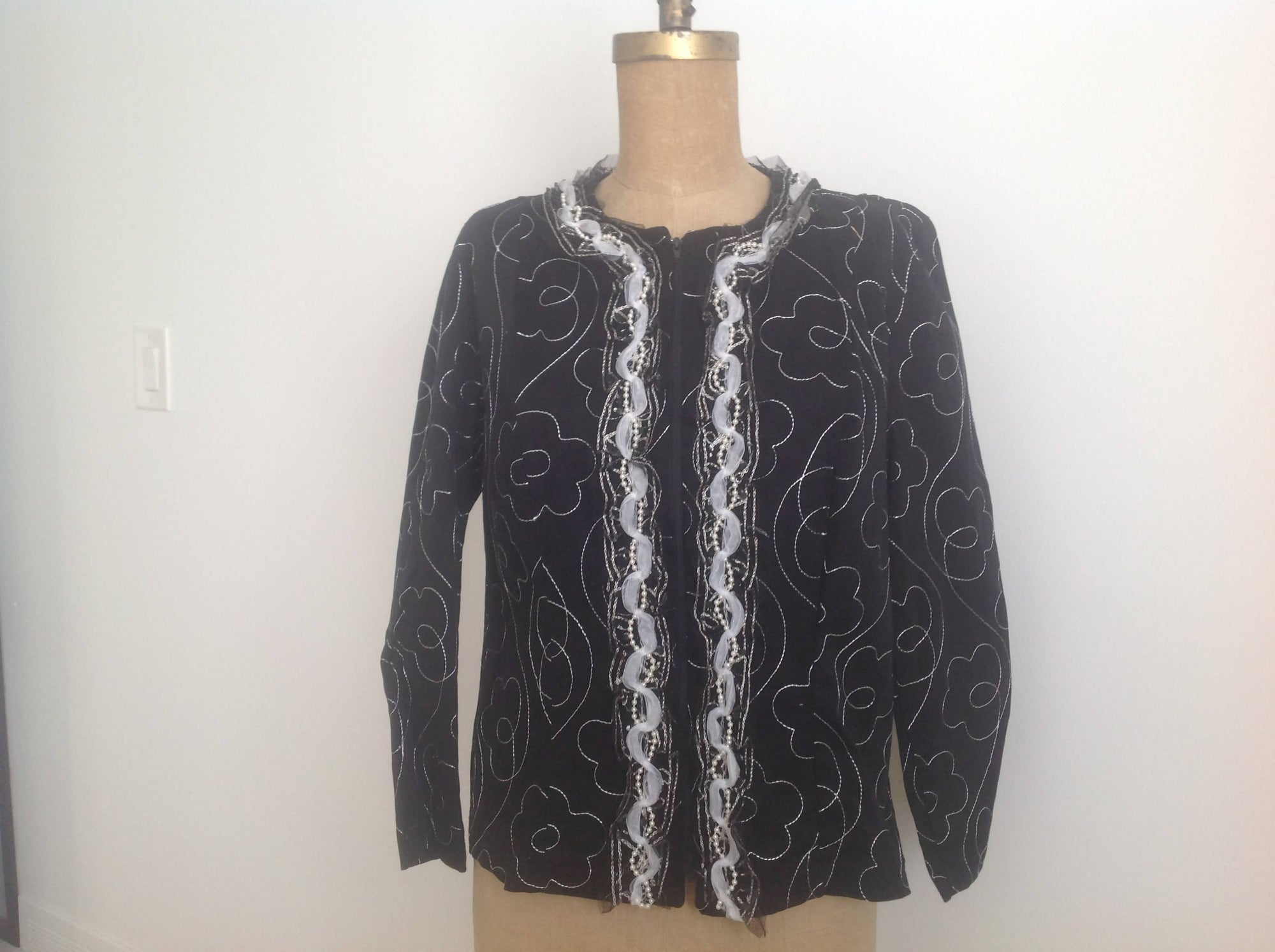 Embroidered stretch jacket