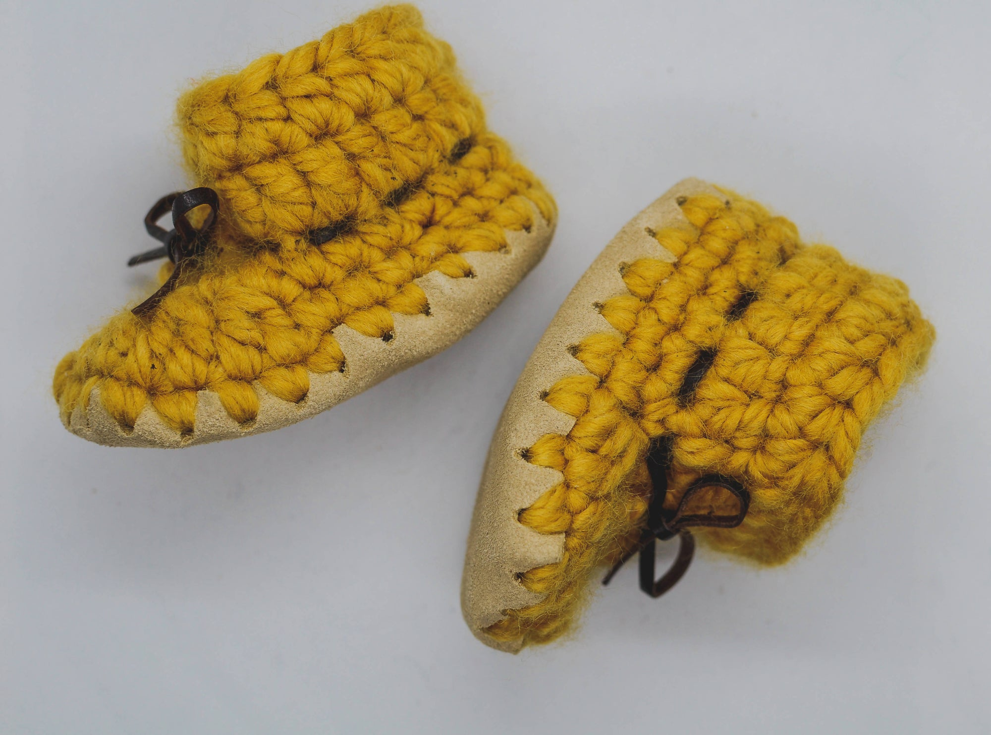 MUSTARD BABY BOOTIES / SHOES WITH LIGHT SUEDE (Customizable ties)