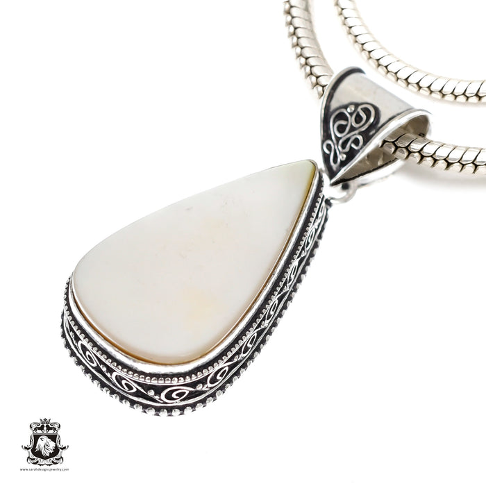 Mother of Pearl Pendant 4mm Snake Chain V1145