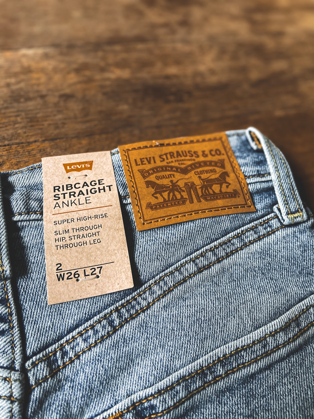 Levi's Ribcage Straight Ankle in Light Denim