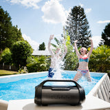 Lenco SPR-070BK - Splashproof Bluetooth speaker met FM radio,USB en SD, party lights - Zwart