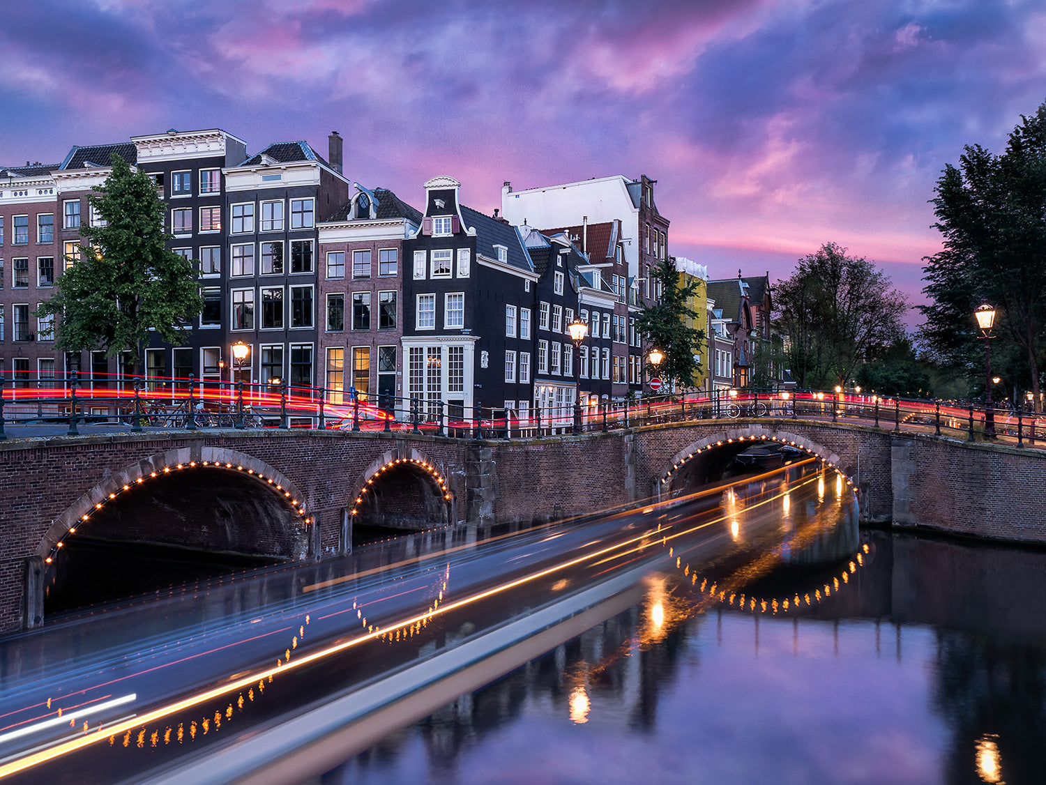 Beautiful Bluehour in Amsterdam.