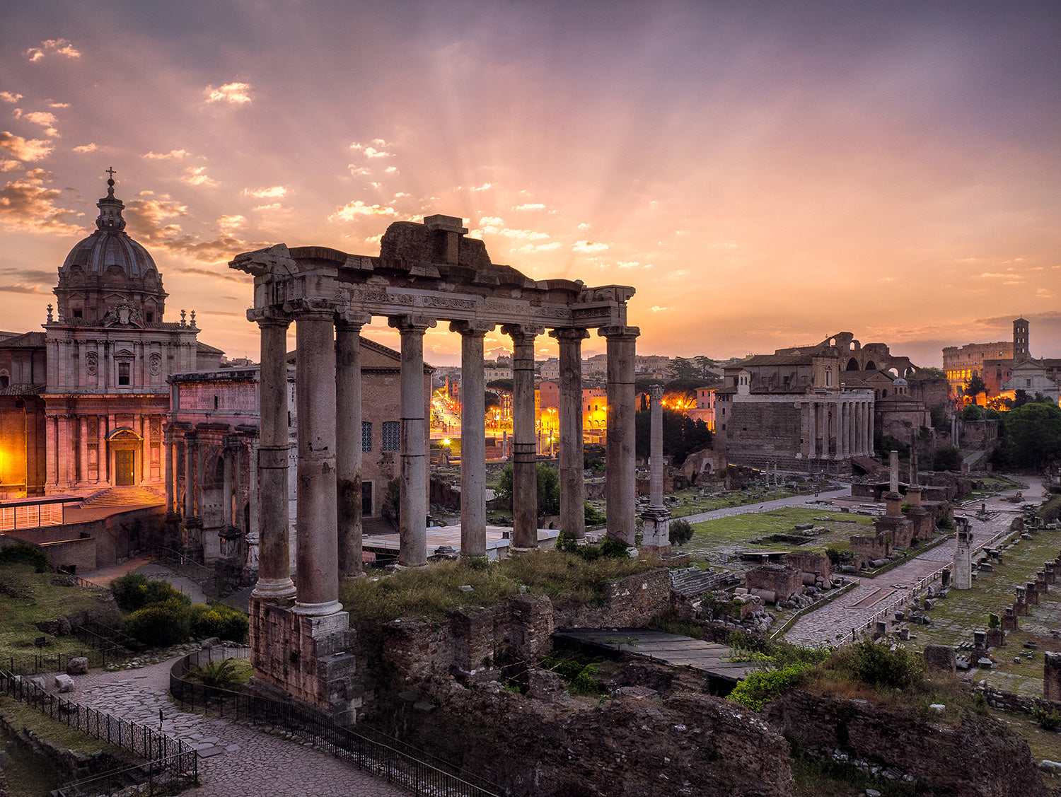 Roman Forum, a impressive look in the past of Roman empire.