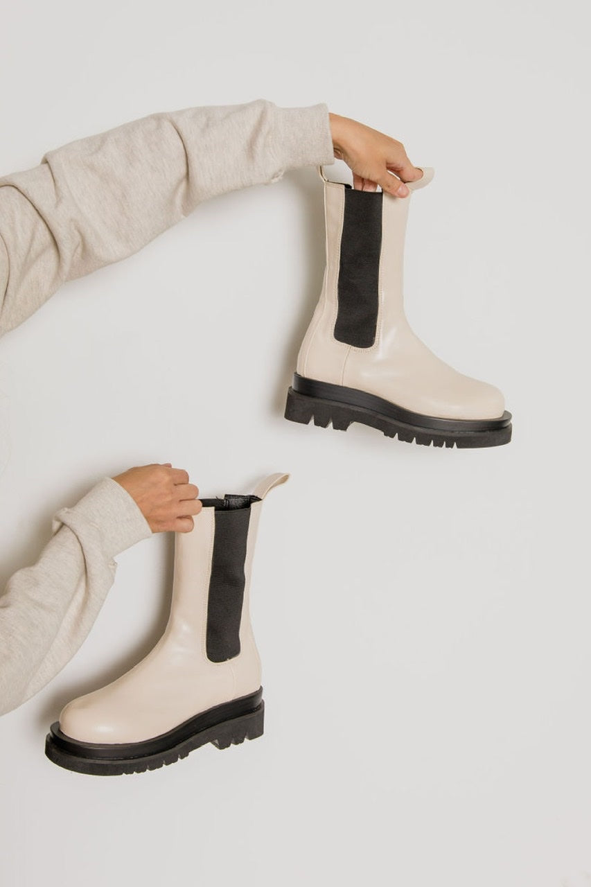 SAMPLE US 7) Chunky Slip On Boots (2 Colors)