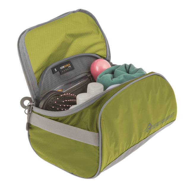 TRAVELLING LIGHT TOILETRY CELL